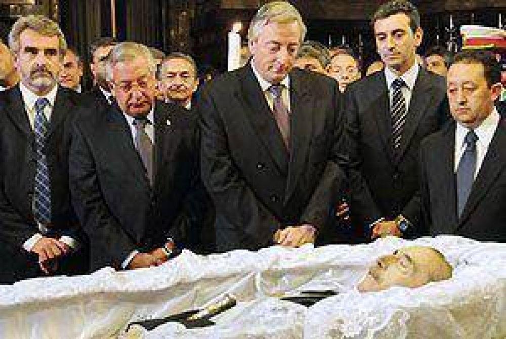 Kirchner se mostró emocionado en las exequias de Alfonsín