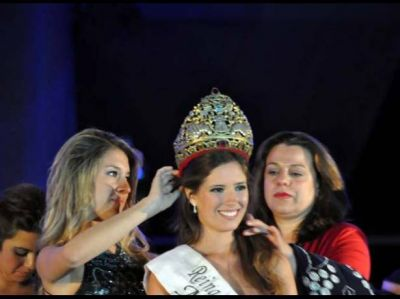 Candela Berbel es la nueva reina de la Vendimia de Malarg�e