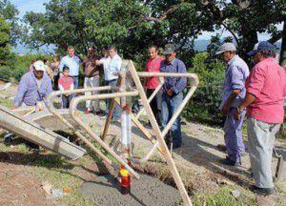 "En Plazoleta ""9 de Julio"" de Alto Castañeda: se instala el Gimnasio Urbano Nº 13"