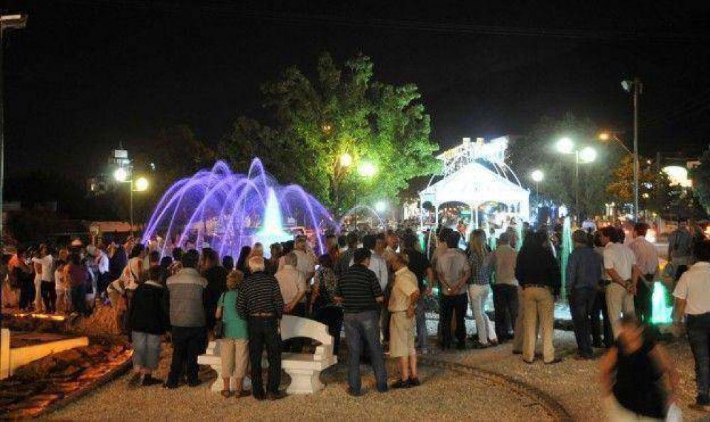 Inauguraron la plazoleta Yrigoyen y la Fuente del Crepúsculo en Av. Libertad