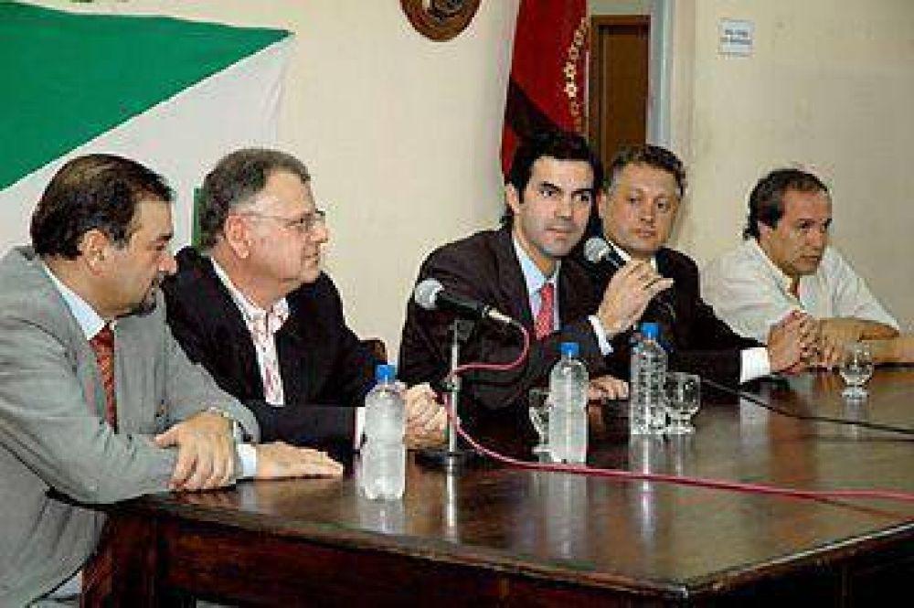 El Gobierno y el municipio encararán obras de infraestructura en clubes.