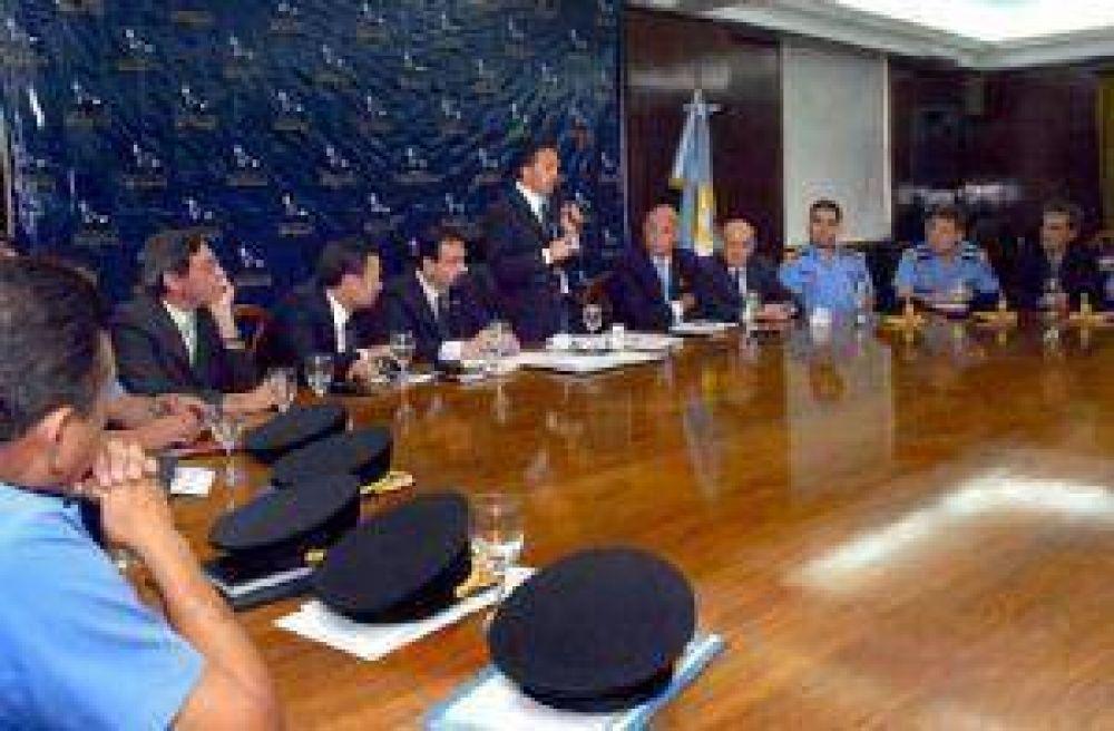 Anoche llegaron a la provincia 130 gendarmes desde Córdoba.