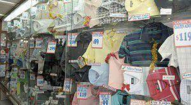 Los comercios de Lomas ofrecen todos los talles y suman clientes