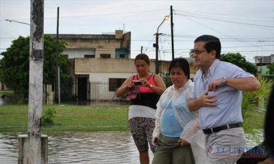 Mas de mil evacuados en la Capital tras el diluvio de ayer