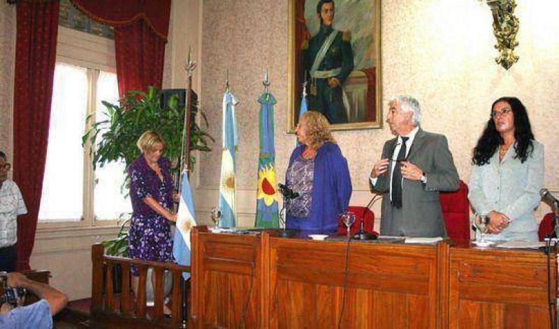 La Intendenta municipal dejó inaugurado el período de sesiones del Concejo Deliberante adhiriéndose al duelo por el fallecimiento del Dr. Alfonsín