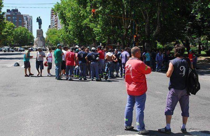 Concentración y amenaza de paro del Sindicato de Camioneros
