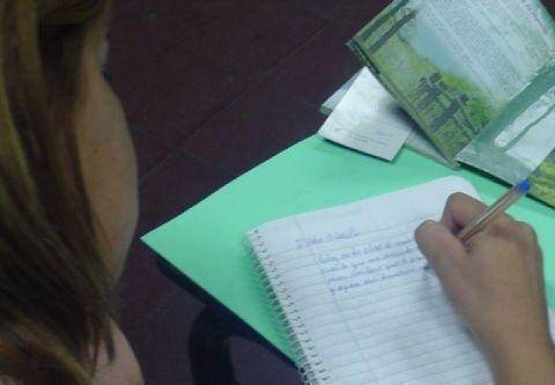 Clases alusivas a Raúl Alfonsín en todas las escuelas públicas.