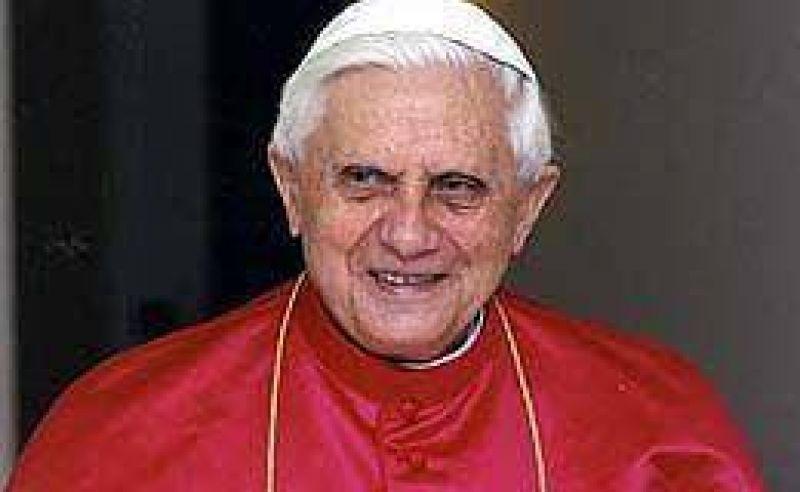 El Papa Benedicto XVI celebró una misa por Juan Pablo II, camino a su beatificación
