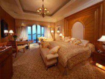 Polémica por el hotel en el que se hospeda Cristina en Emiratos Árabes