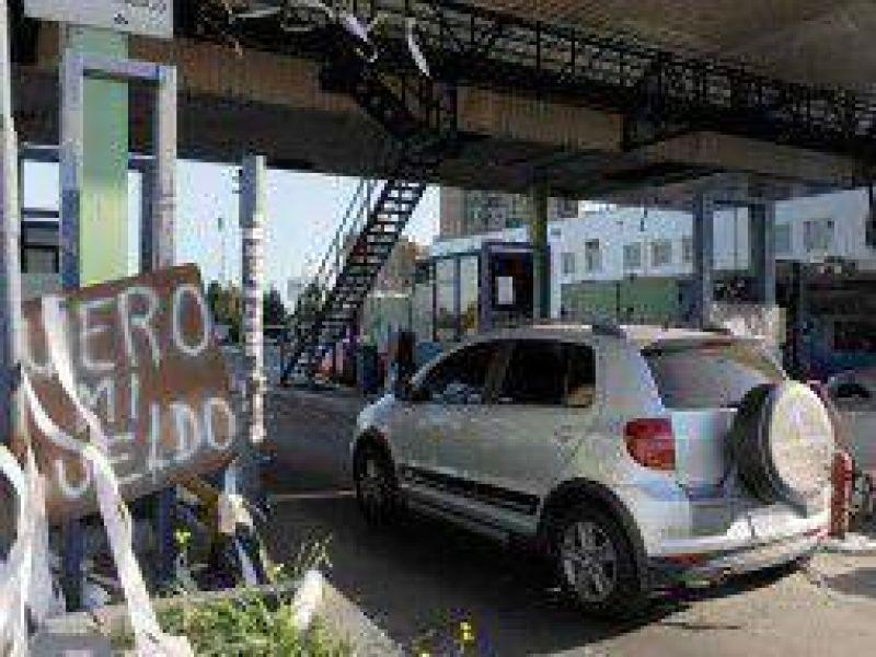 Continúa el paro en la Autopista Buenos Aires- La Plata