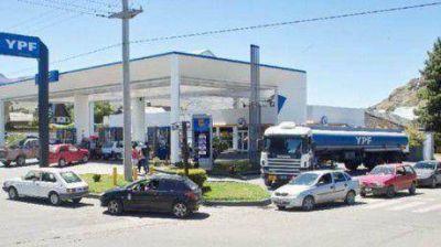 Los comerciantes de Esquel irán a la justicia para exigir tener combustible