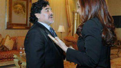 """Para Maradona, a Cristina la critican """"los que nacieron en cuna de oro y no saben hacer un guiso"""