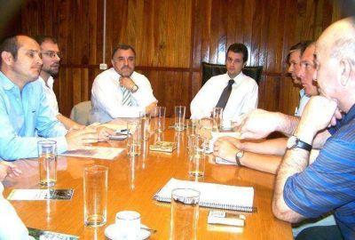 Intercambian experiencias para mejorar las condiciones de sectores productivos