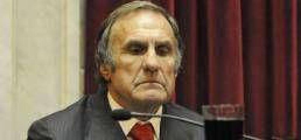 """Reutemann confirmó su candidatura y planteó una elección """"a todo o nada"""""""