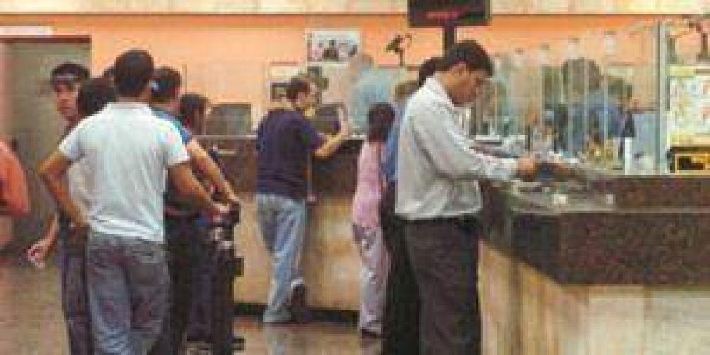 Bancarios negociaron un incremento del 23% para enero