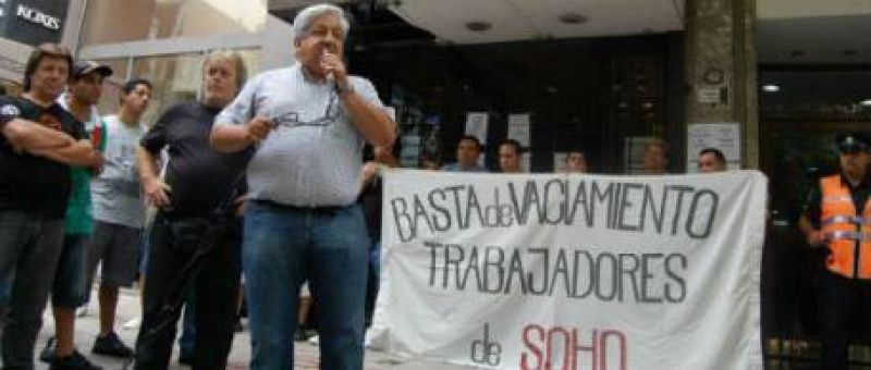 Julio Piumato encabezó un escrache a la tienda de ropa Soho por trabajo esclavo