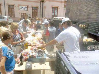 Frutas para todos: vendieron 15 mil kilos en nuestra ciudad