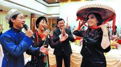 Cristina cerró su gira por Asia con tuits y un reto a Timerman