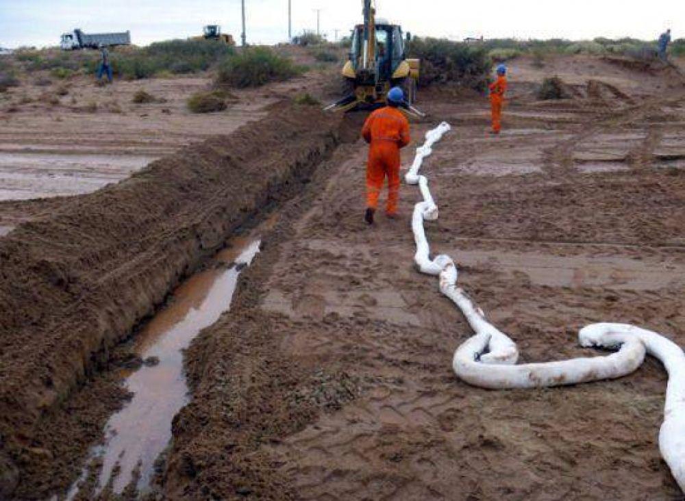 Las fotos del derrame de petróleo en el río Colorado