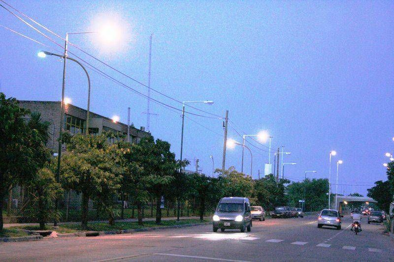San Fernando: la Avenida Uruguay ya luce sus nuevas luminarias.