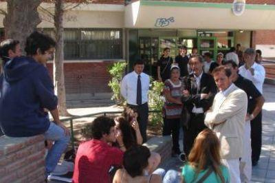 """""""La provincia realiza una inversión muy importante para llevar adelante la escuela de verano"""""""