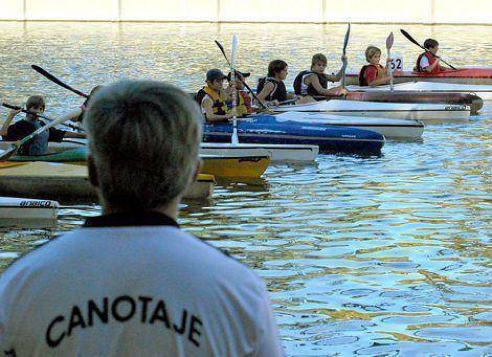 Palistas de toda la provincia reman en el arroyo Tapalqué