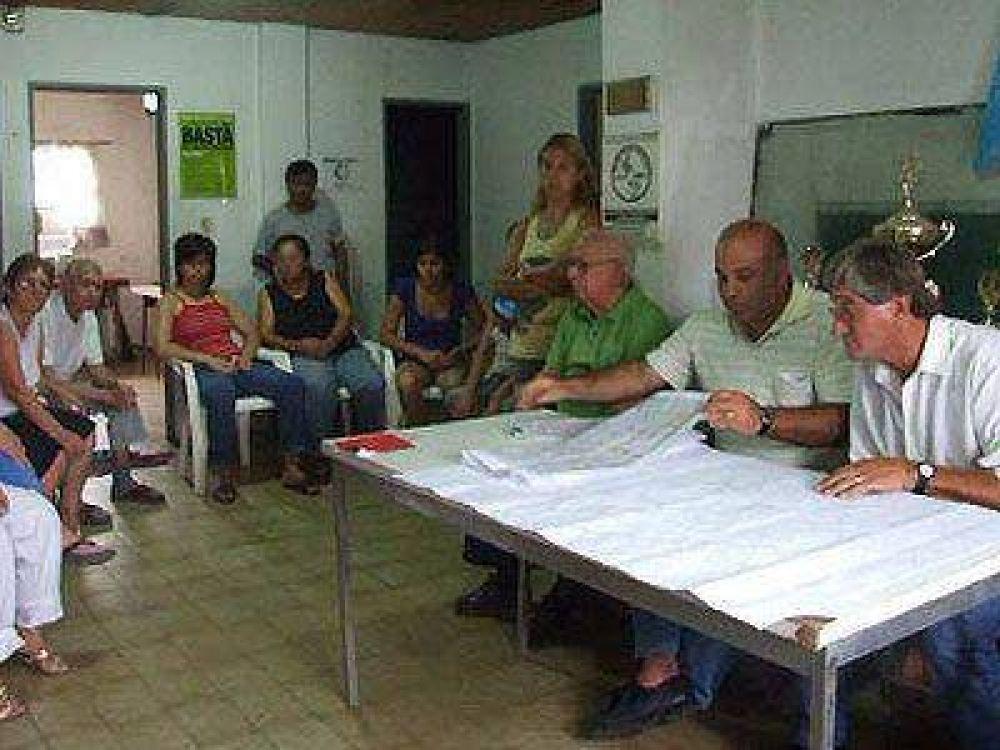 Piden asfalto y obras en zonas periféricas de Lomas.