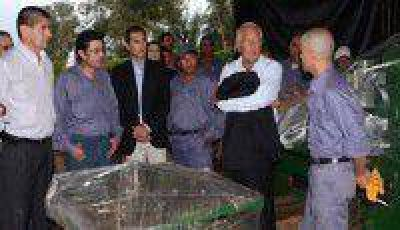 Fellner entreg� maquinarias a la cooperativa de carpinteros �Cootram� de Caimancito