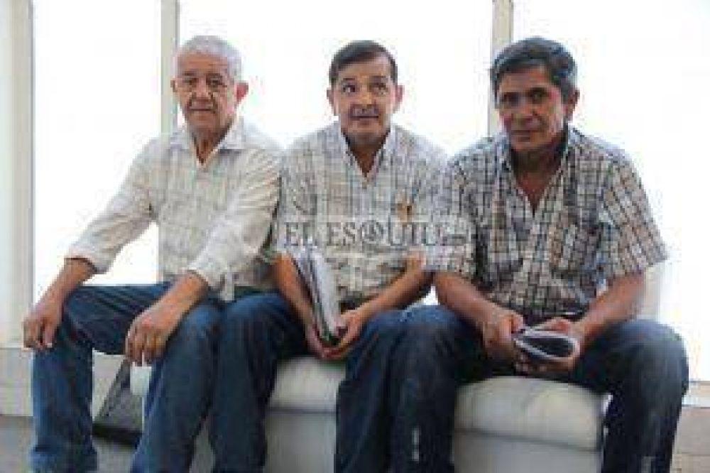 Exempleados del Banco de Catamarca reclaman por el retiro voluntario