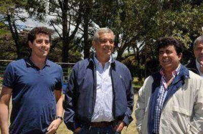 Julián junta a los intendentes para acotar a Scioli y a Massa
