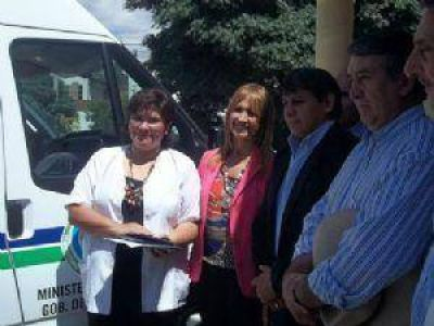 Donaron ambulancia e insumos al hospital zonal de Santa María