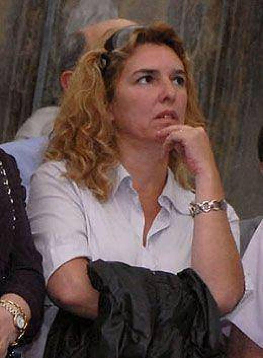 """De campaña, Claudia Rucci apuntó contra Néstor Kirchner y lo acusó de """"necio"""""""