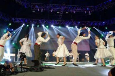 La delegación Chubut brilló en el escenario de Cosquín ante 10 mil espectadores