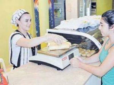 En algunos comercios el kilo de pan llegó a los 12 pesos