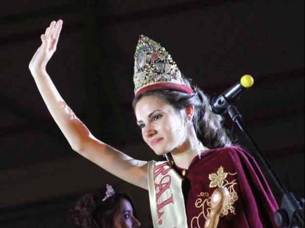 Los Compartos se coronó con Nadia González en la Vendimia de Alvear