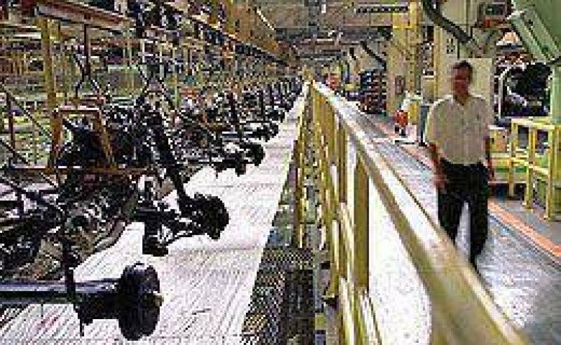 Se moderó la caída de la producción automotriz