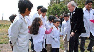 Gobernador no asegura aumento a los docentes