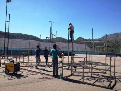 Carnaval de Río en San Luis: Trabajan en el montaje de carros alegóricos