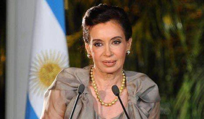 """Cristina: """"Ni el ex presidente ni yo quitaremos trabajo a los argentinos"""""""
