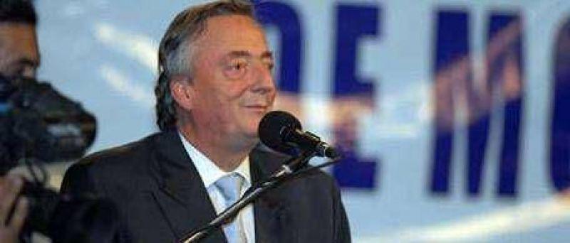 """Para Kirchner, Solá es un desertor, De Narváez un empresario con plata y Scioli """"el mejor candidato"""""""