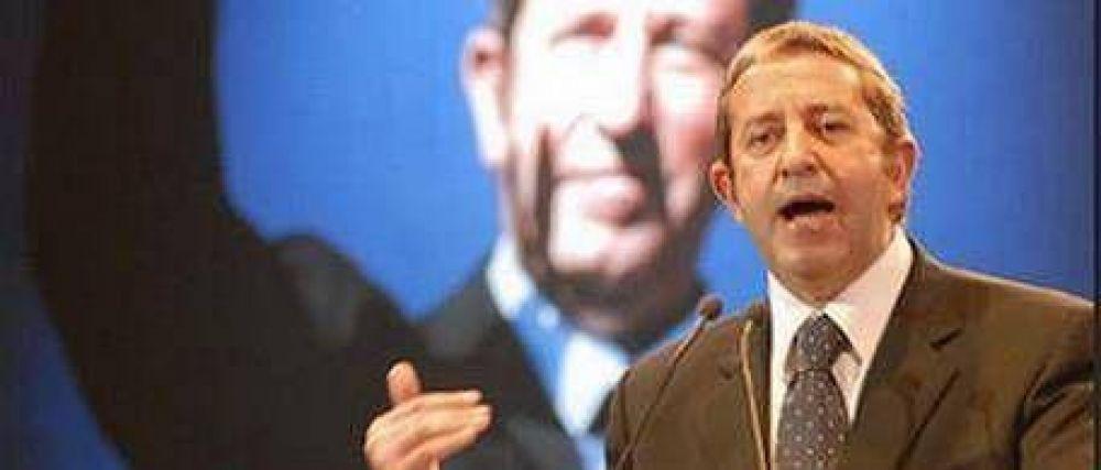 Cobos apuesta a la no-campaña para ganarle a Kirchner