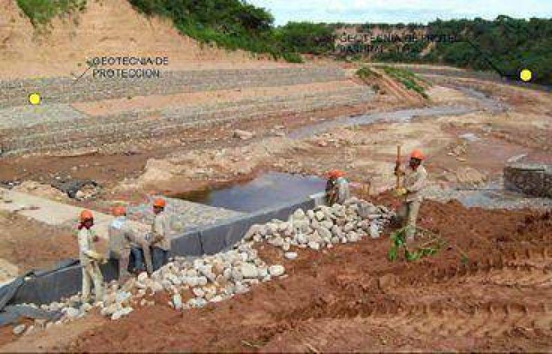 Avanzan las obras de estabilización del cauce del río Tartagal.