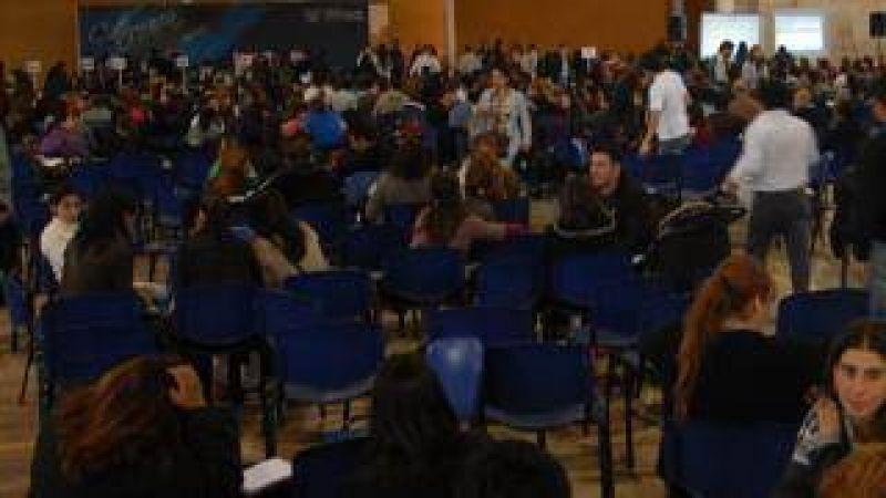 Ateca reclama $ 4.000 de básico para todos los docentes