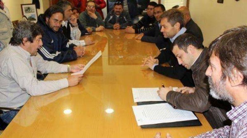 Ushuaia: La CGT firm� acuerdo con el Municipio por la entrega de 100 terrenos