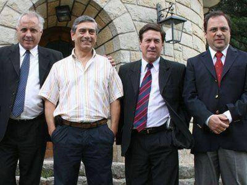 PROVINCIA | GOBIERNO    Los intendentes de la Tercera firman su adhesión al Fondo Federal Solidario