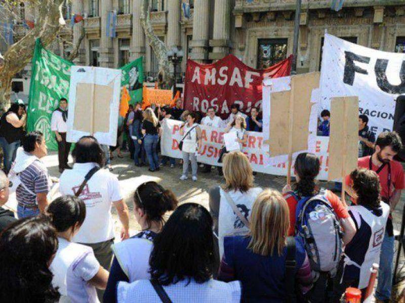 La oferta salarial que el gobierno provincial le hará a los docentes será desdoblada