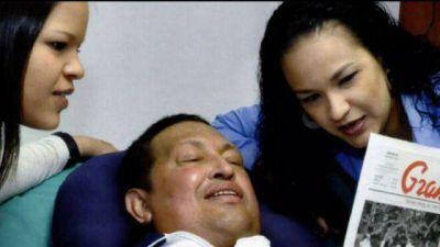 Difunden fotos de Chávez, tomadas ayer con sus hijas