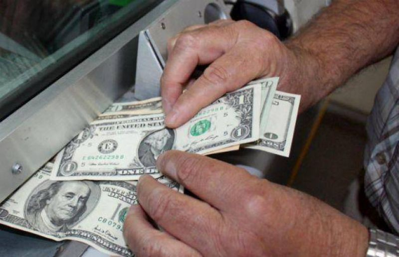 El dólar estable a $ 5,015
