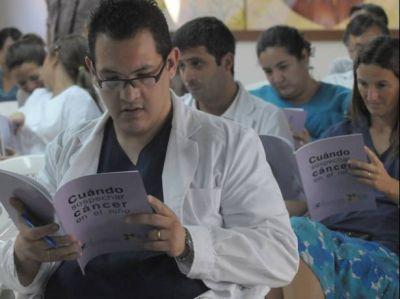 El 80 por ciento de los niños con cáncer son tratados en instituciones públicas revelaron en una jornada