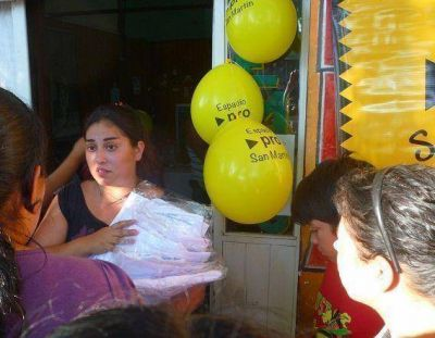 Espacio PRO San Martín entregó guardapolvos para 350 chicos